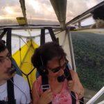 グライダーで飛行中、上を見上げるとネコが・・・・・!?